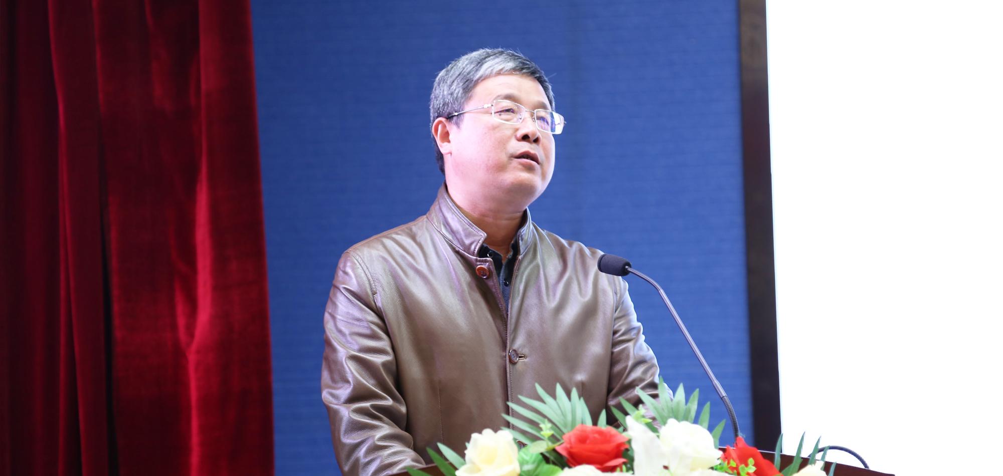 副理事长付国屏校长代表承办学校致欢迎词,同时介绍了武汉经开区第一初级中学教育集团发展历程及学校今年来的变化和取得的成就。