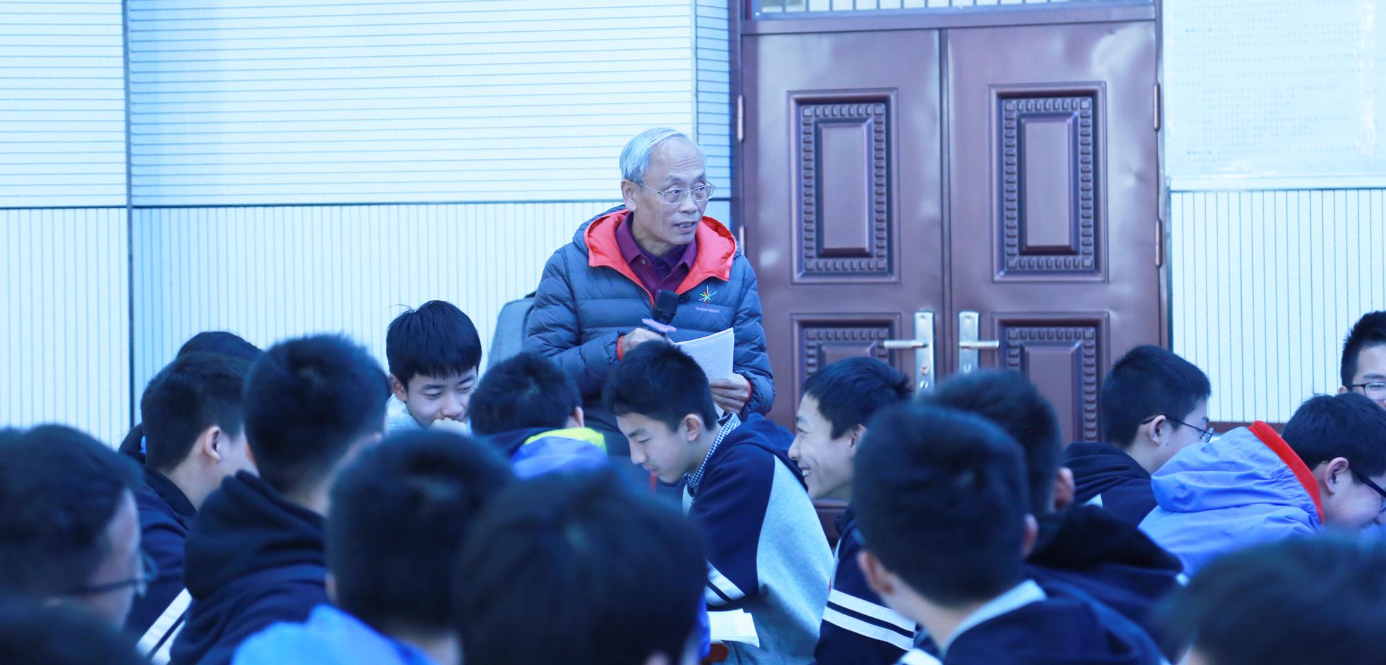 """绿色语文,诗意教学——联盟常务理事著名特级教师赵谦翔老师《由""""诗呆""""到""""诗教""""》。"""