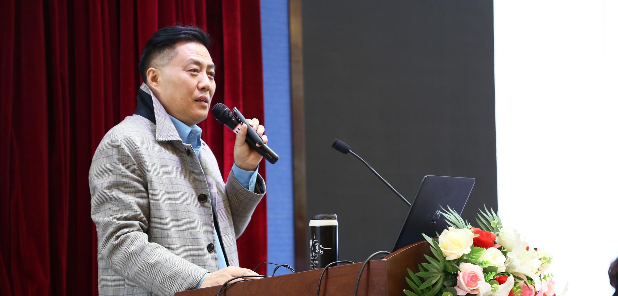 联盟常务理事、学术指导,江苏省南通市教科院数学特级教师符永平老师的《名师工作室的核心考量——如何让普通老师在课堂成长为名师》